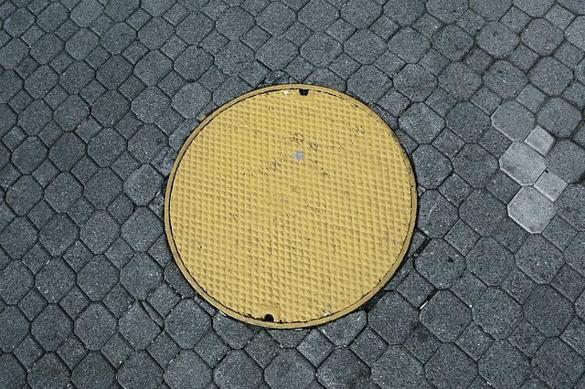 manhole-498435_640